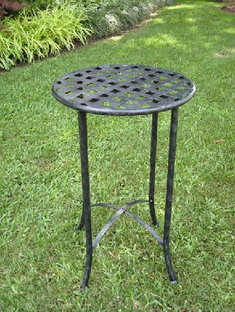 Iron_Side_Table_4bfbd20f396e2.jpg